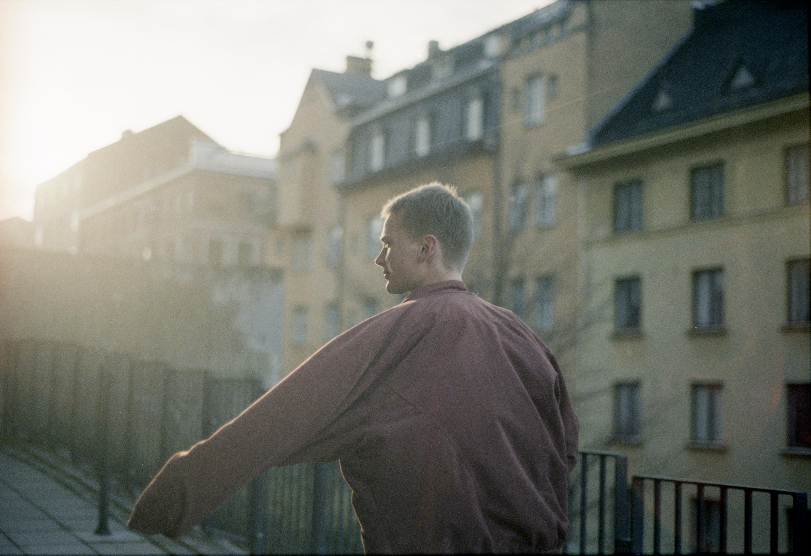 Antti Autio tunnelmoi Helsingin kaduilla.
